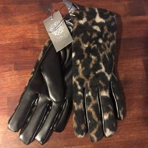 NWT Vince Camuto Leopard Print Gloves